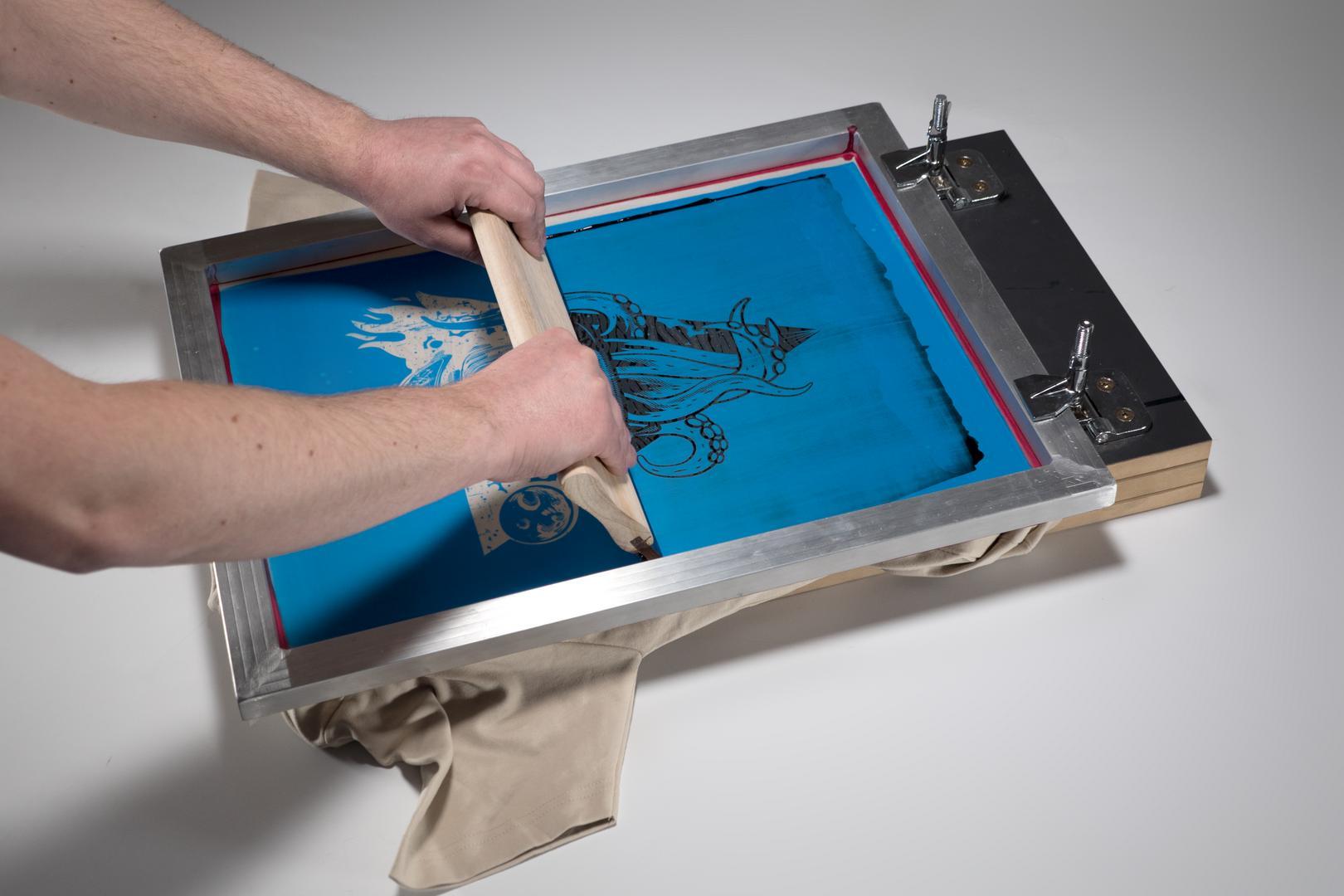 zeefdruk zelf maken handleiding zelf zeefdrukken. Black Bedroom Furniture Sets. Home Design Ideas